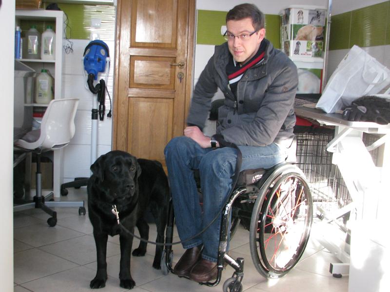 Blumil wheelchair, Coco assistance dog