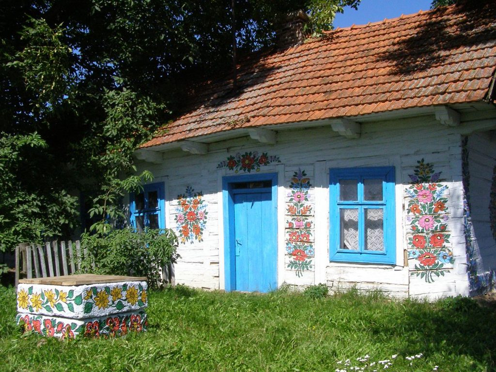Zalipie village, the colorful village, Poland, accessible travel, wheelchair friendly travel, travel in an electric wheelchair, wheelchair friendly Poland, Poland in a wheelchair, electric wheelchair